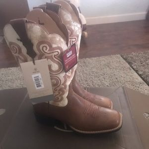 Brand new Ariat square toe boots